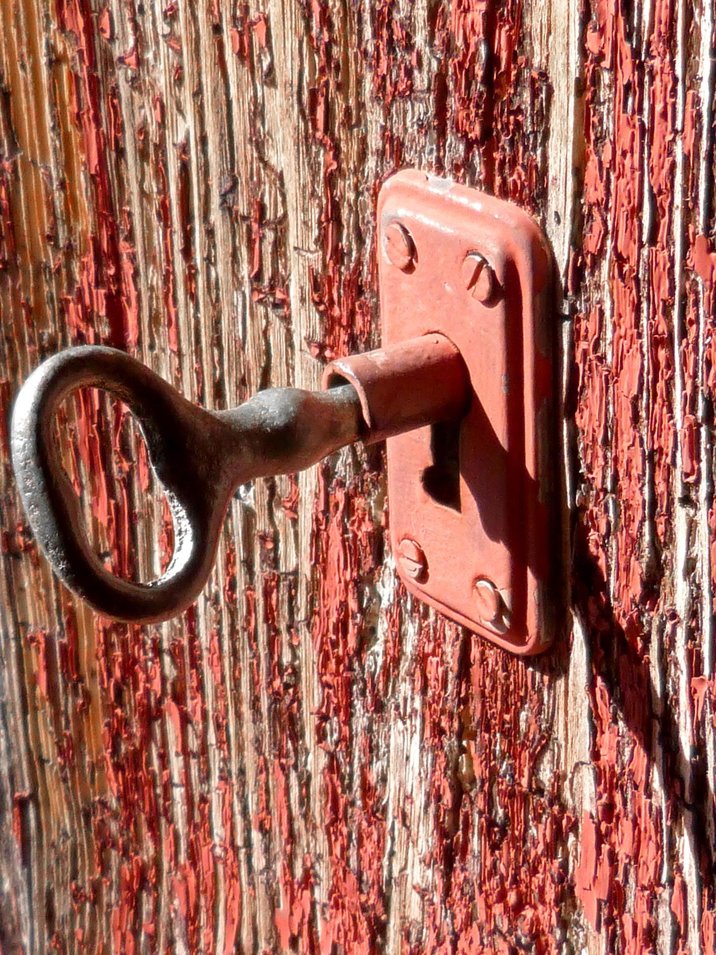 key-976352_1920
